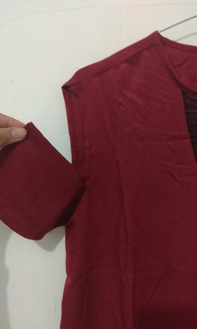 Off shoulder maroon top by hardware