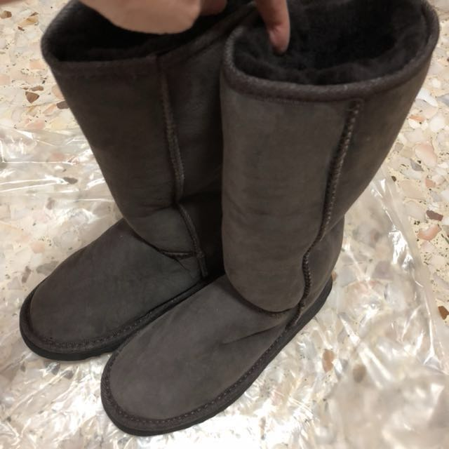 d5edcf5f2c5 UGG boots (size 4, new) from Australia