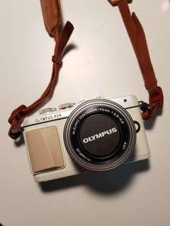 Olympus Pen E-PL7 with kit lens