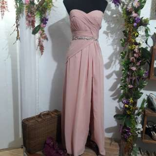 Nude gown with slit adjustable back