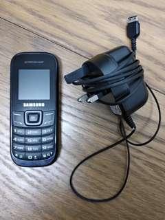 [性能良好 9成新] Samsung (英文版) 舊式 電話 手機 連充電器
