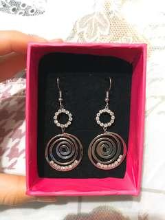 Dangling Earrings with gem crystal