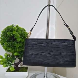 💯% Guaranteed Authentic LOUIS VUITTON Epi Pochette Clutch/Handbag