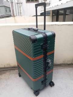 "Luggage行李箱28"""