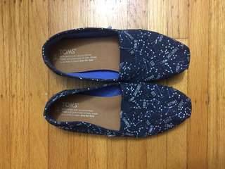 Navy glow in the dark constellation toms size 5