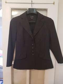 Women's suit with detachable lace trim