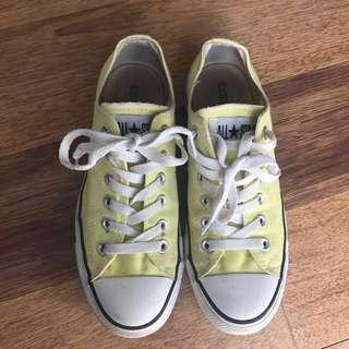 yellow converse size 7