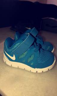NIKE infant runners