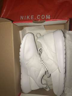 Roshes One Size 6 Women's