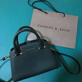 Charles&Keith側背肩背包