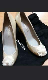 全新chanel 山茶花小牛漆皮3吋高跟鞋(Size 36)