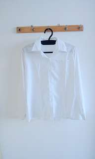 Tops off white for woman