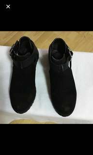 CLEARANCE SALES {Women's Fashion - Shoes} Pre-owned Classy Black Ladies Casual Shoes