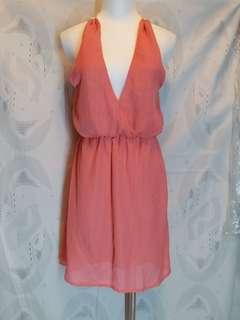 🚚 全新  深V 綁頸連收腰身裙  有兩色