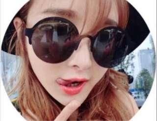 BN Black Round Len Sunglasses