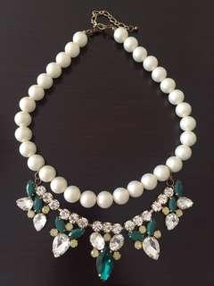Kalung mutiara dan batu2 berlian hijau putih