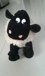 Boneka shaun the sheep ukuran sedang