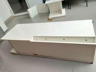 Meja tv / meja ruang tamu putih informa