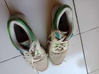 Sepatu sneaker (free ongkir area surabaya)