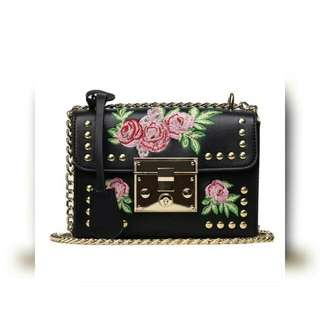 Flower Embroidery Flap Rivet Crossbody Trunk (White/Black/Pink)