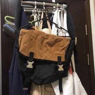 包郵 LOWRYS FARM 斜背包 書包 bag
