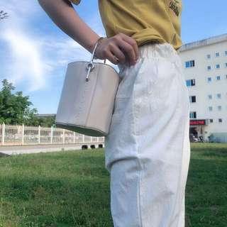 🚚 《早衣服》5月愛❤️復古百搭金屬手把肩背斜背水桶包圓筒包手提包(預)