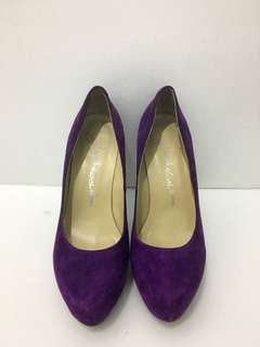 Shoes.shoes.shoes purple velvet pumps