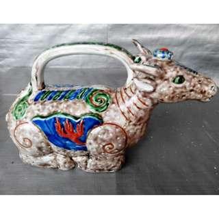 Rare 12 zodiac cow sign teapot, 稀有十二生肖牛形像茶壶, 造型生动色彩丰富