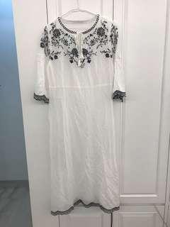 日牌 LOWRYS FARM 白色綿質黑色刺繡織花中袖連身長裙 $33.3 順豐到付 NO FACE TRADE
