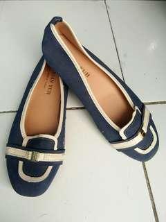 Sepatu teplek wanita merk Chian Yuh, nyaman dipakai