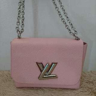 lv chain bag medium