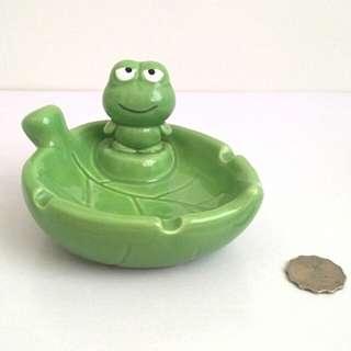 青蛙陶瓷煙灰缸 碟仔
