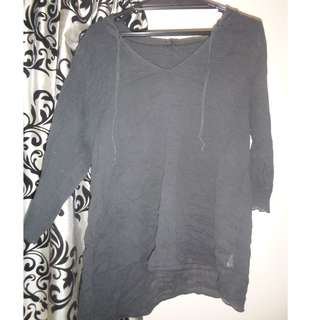 Thin black sleeved top