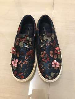 (PRE-LOVED) Stardivarius Floral Slip On
