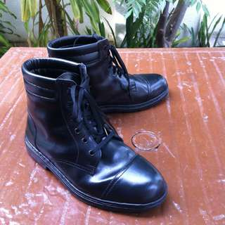 Carmax black leather boots Size Size 40.  Used only a few times and in good condition.