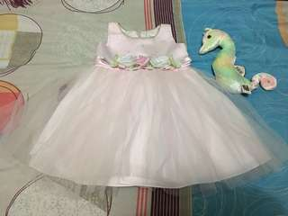 Preloved Baby Dress/Gown size 6m. Like new. Pwedeng pambinyag.