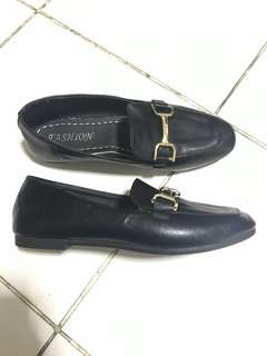 (FREE ONGKIR) Black Loafer Classic Shoes