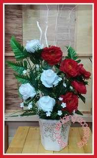 Bunga hiasan merah putih