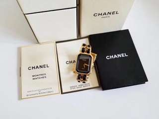 Chanel size L