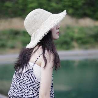 基礎款毛邊大簷草帽夏季出遊沙灘帽子女百搭可折疊遮陽帽