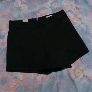 New Front Flap Denim Skorts in Black