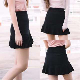 New Pleated Skirts in Black