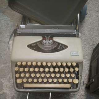 古董打字機, 60年代德國製造ADLER 手提式輕便打字機$130