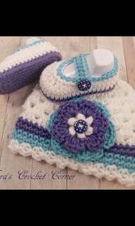Crochet baby girls hat booties
