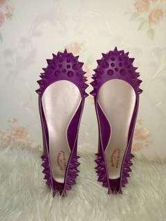 Sepatu ungu size 38