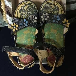 🚚 涼夏THE ONE-氣墊花朵楔型涼鞋(全牛皮)