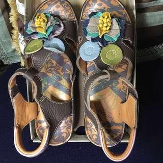 🚚 THE ONE-涼夏氣墊花朵楔型涼鞋(全牛皮)