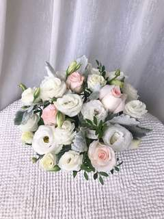 Cream Rose Table Top Arrangment