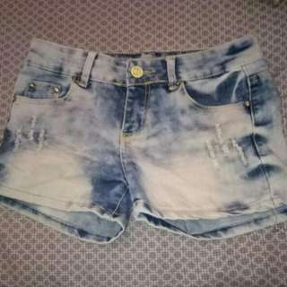 maong shorts med size