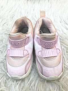 Sepatu nike anak
